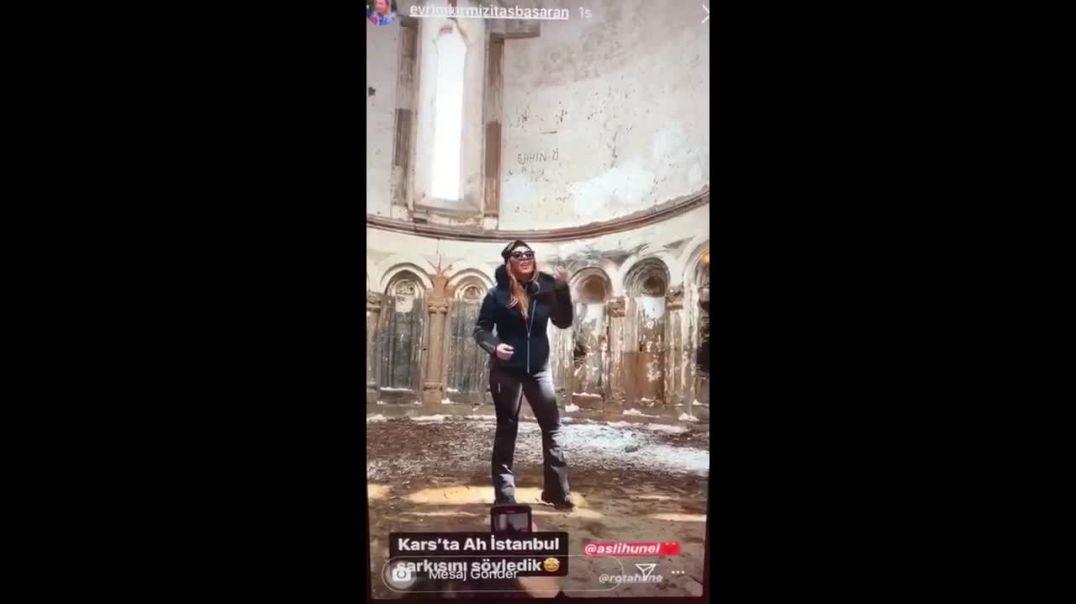 Անիի Սուրբ Աստվածածին եկեղեցու խորանի վրա թուրք երգչուհին մուղամ է երգել