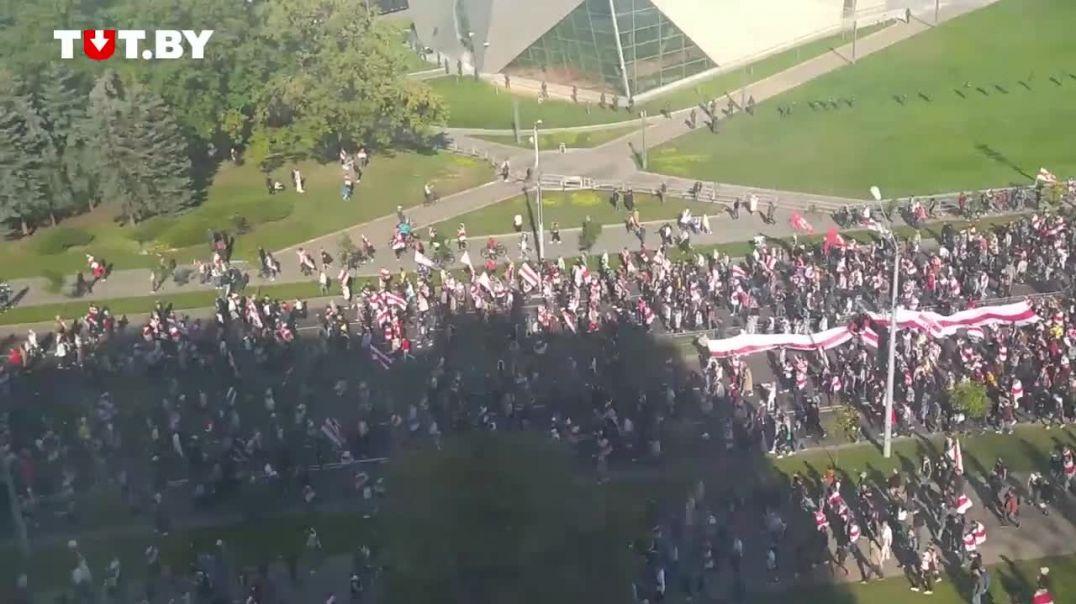 Մինսկում բողոքի ակցիայի մասնակիցները շարժվում են դեպի Լուկաշենկոյի նստավայր
