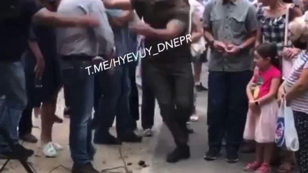 Ուկրաինայում անհայտ անձը փեյնթբոլ տեսակի ատրճանակից կրակել է պատգամավորի վրա
