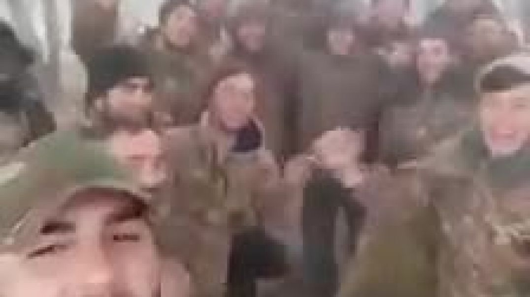 Հայ զինվորները երգում են հայրենասիրական երգ: