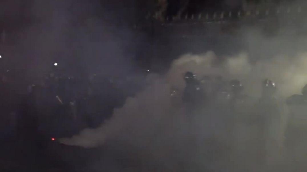 Ոստիկանները բռնել են ծխագլան նետած տղամարդուն ու բերման ենթարկել Արաբկիրի բաժին