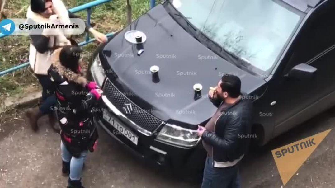 Երկրաշարժի պատճառով շենքերից դուրս եկած մարդիկ որոշել են սուրճ խմել