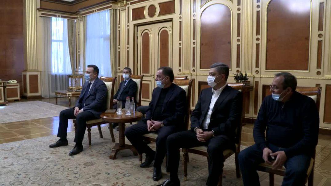 Նախագահ Արմեն Սարգսյանը հանդիպել է Վազգեն Մանուկյանի հետ