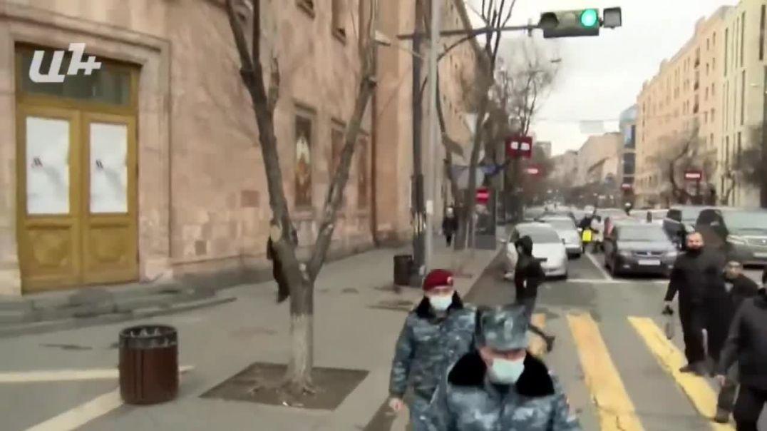 Բանավեճ ոստիկանների և երթի մասնակիցների միջև