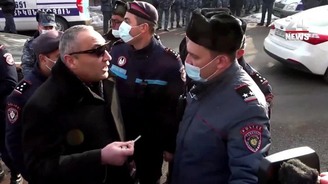 «Հլը մի հատ ձեռքերս բաց թող»․ ոստիկանությունը բերման է ենթարկում ցուցարարին