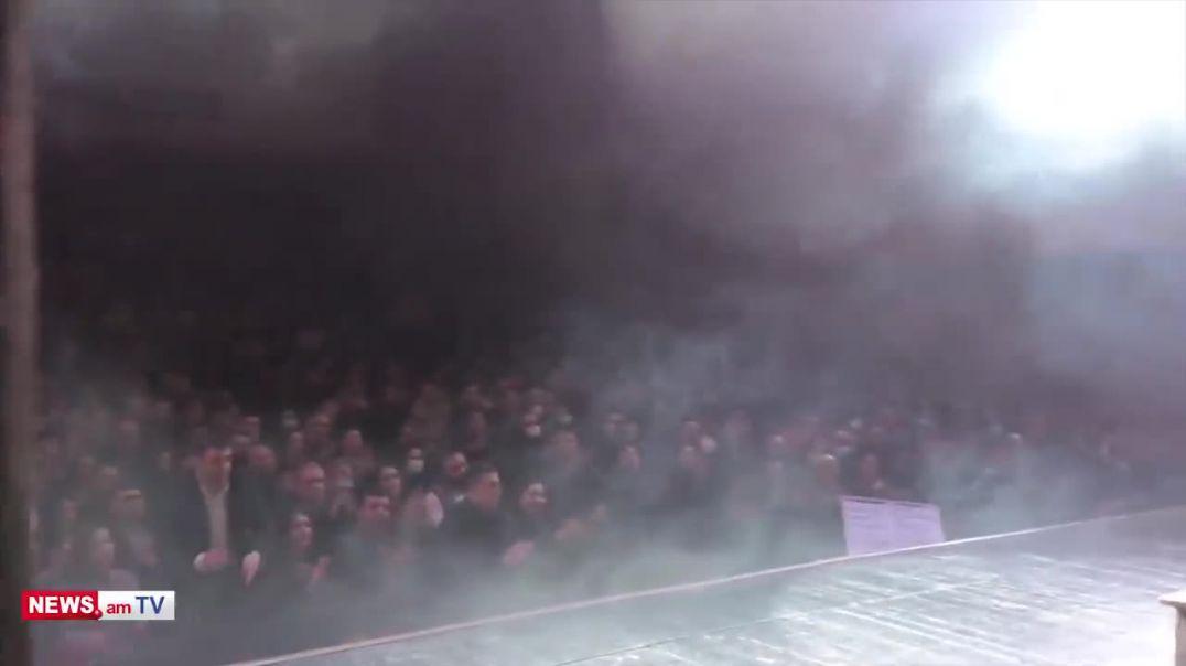 Վահրամ Սահակյանի ներկայացման ավարտին հանդիսատեսը գոռում է «Նիկոլ դավաճան»