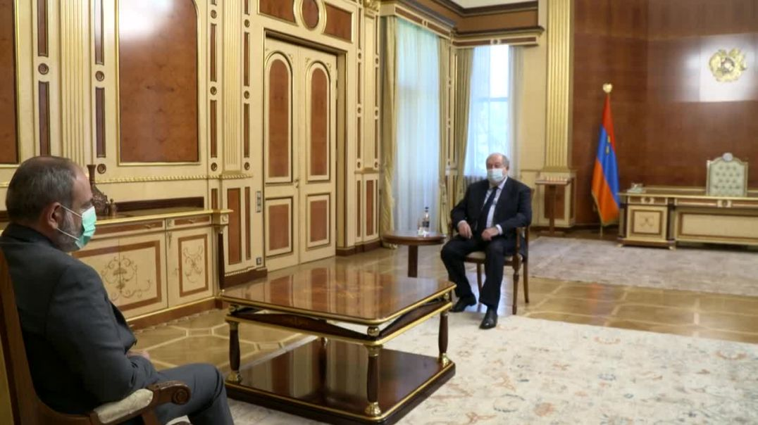 Նախագահ Արմեն Սարգսյանը հանդիպել է  վարչապետի պաշտոնակատար Նիկոլ Փաշինյանի հետ