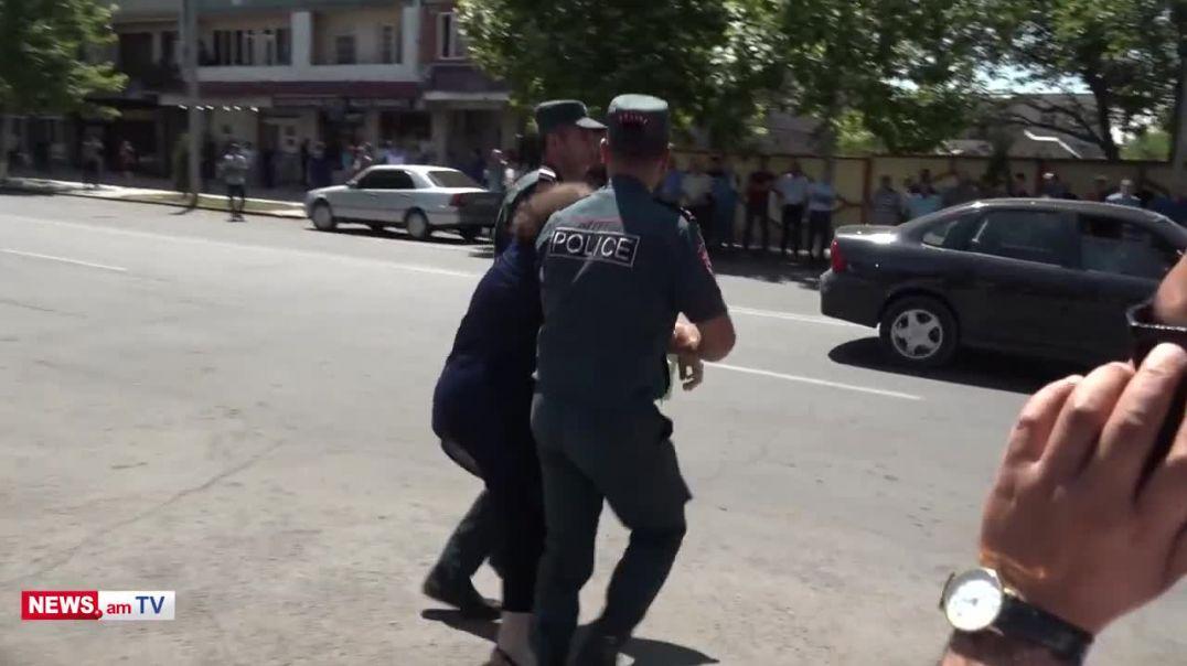Էջմիածնի ոստիկանության աշխատակիցները բռնի ուժ են կիրառել կնոջ նկատմամբ