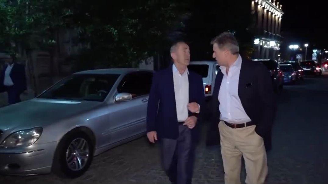 Ռոբերտ Քոչարյանն ու Կարեն Կարապետյանը զբոսնում են