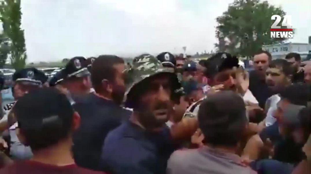 Բողոքի ակցիայի ընթացքում ցուցարարների և ոստիկաններիի միջև տեղի է ունեցել վիճաբանություն և հրմշտոց