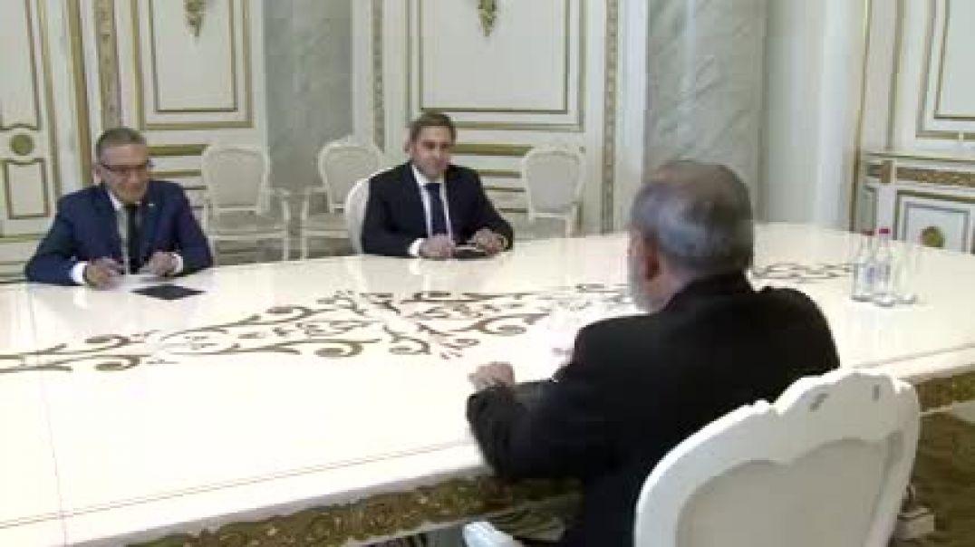 Նիկոլ Փաշինյանը հանդիպել է ՀՖՖ ղեկավարների հետ