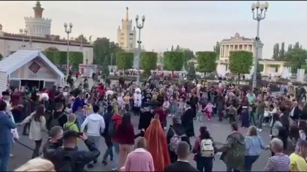 Ադրբեջանցիները Մոսկվայում պարում են