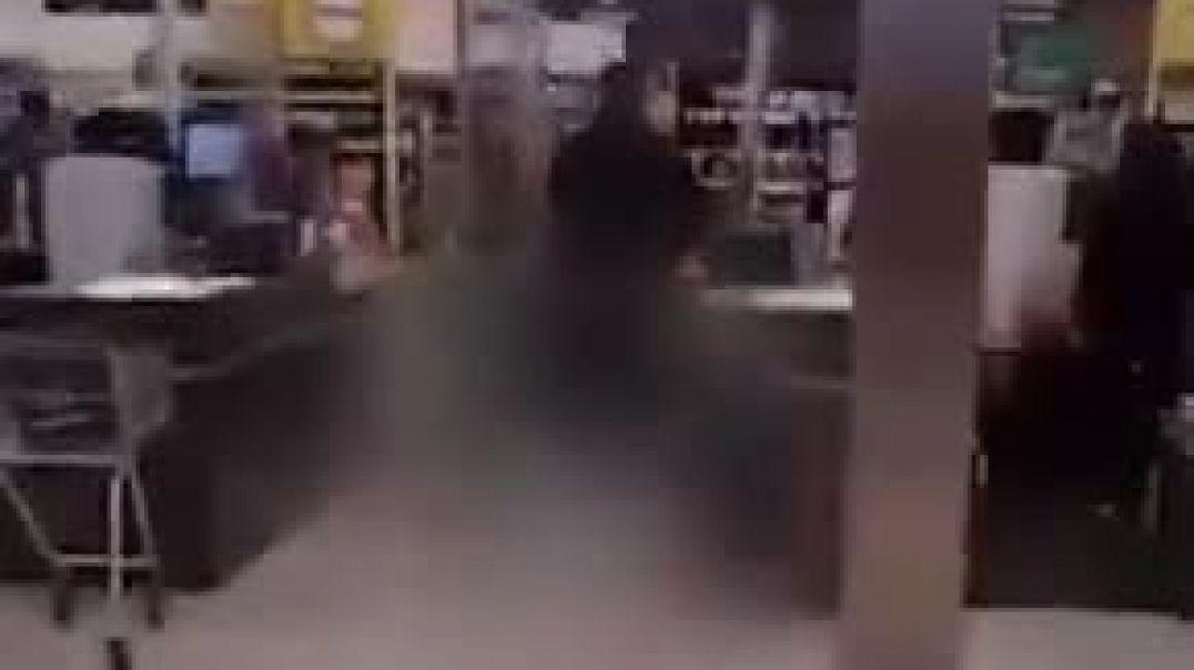 Անհայտ անձը դանակով հարձակվել է սուպերմարկետի այցելուների վրա և վիրավորել 6 մարդու