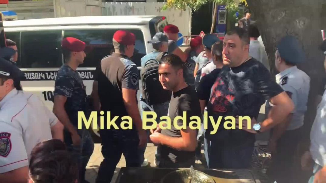 Ազնավուրի հրապարակում բողոքի ակցիայի մասնակցին բերման ենթարկեցին