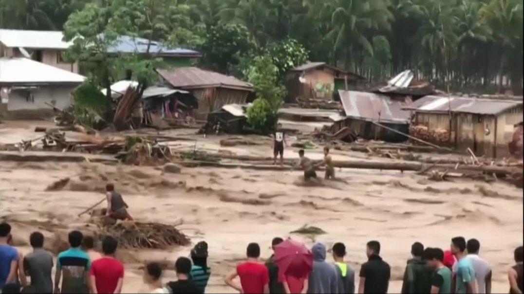 Philippines_ Scores dead in landslides (online-video-cutter